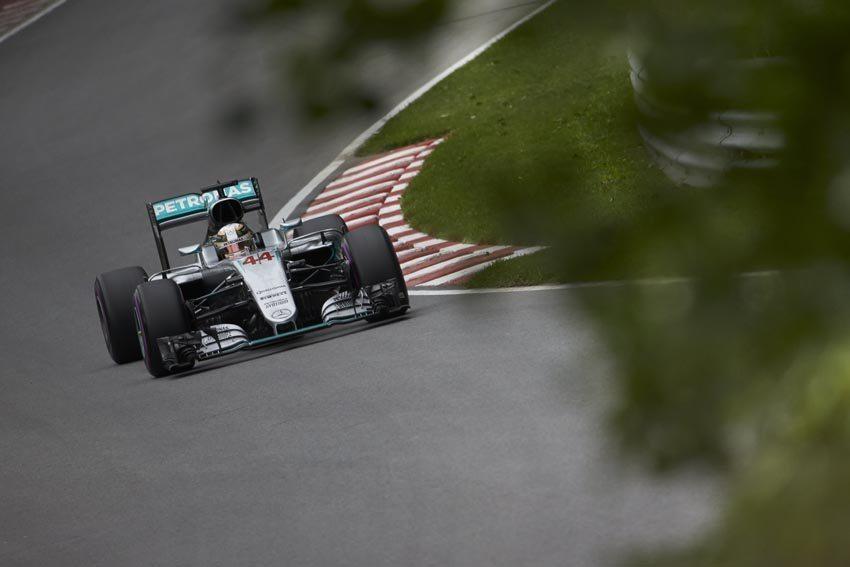 Hamilton wins as Ferrari strategy falters