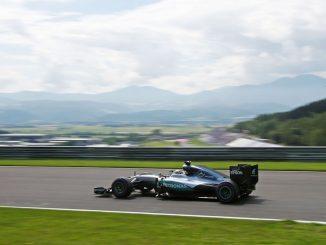 Last gasp lap lands Hamilton pole in Austria