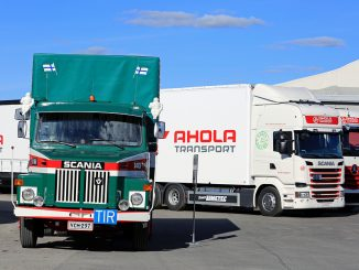 Small fleets found to keep trucks much longer than larger rivals