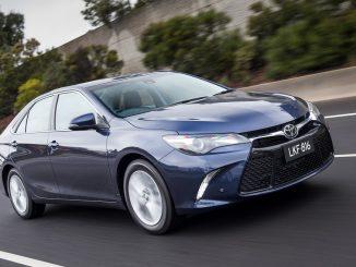 2017 Toyota Camry Atara SL Hybrid Review