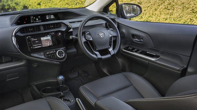 2018 toyota prius c i-tech interior