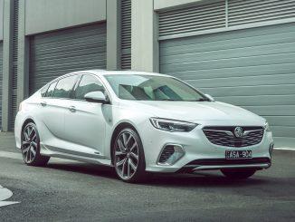 2018 Holden Calais V front