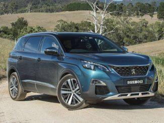 2018 Peugeot 5008 front